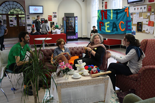 Knitting Club London : Volunteer knitting group leaders needed knit for peace